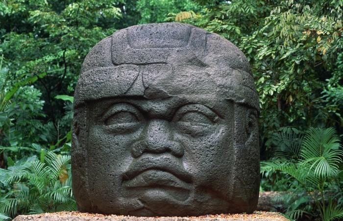 Каменные головы ольмеков.