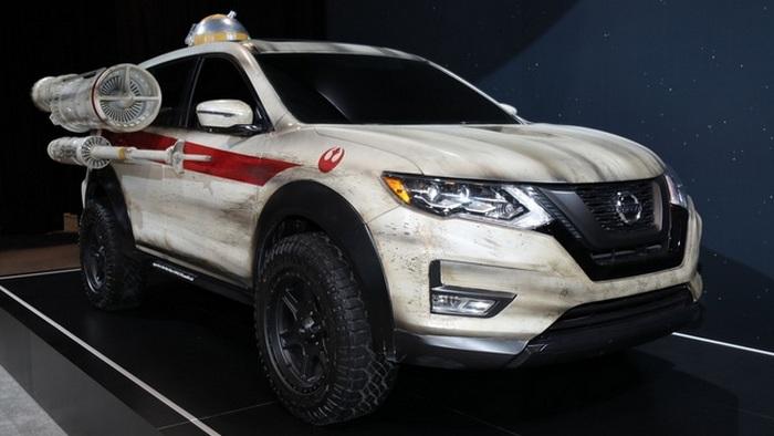 Nissan Rogue SV походит на космический корабль из вселенной «Star Wars».