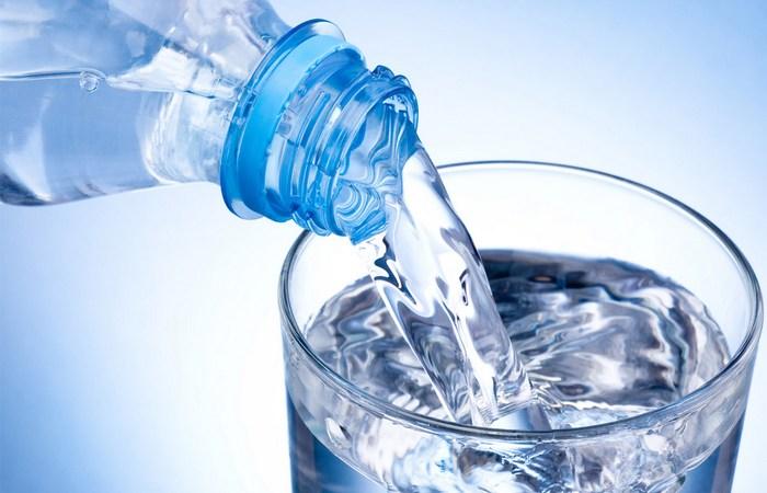 Осторожно: фильтрованная и бутилированная вода.