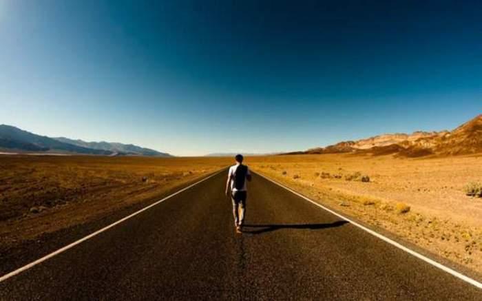 Путешествовать в одиночку.