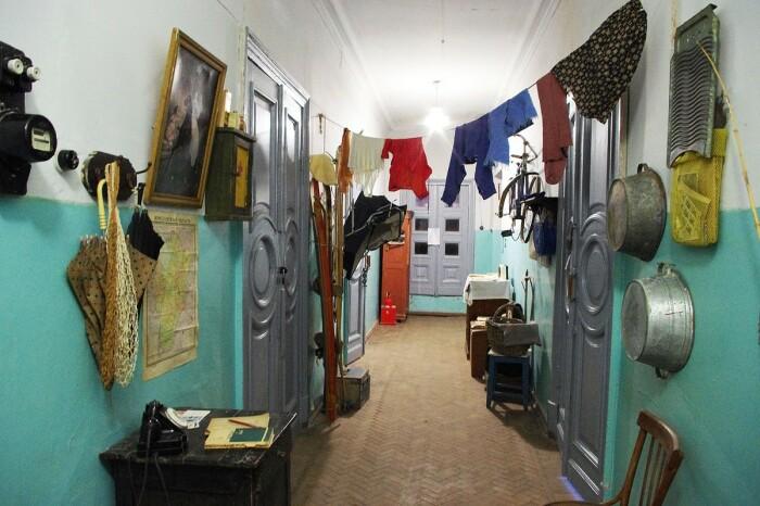 Использовали ковры для шумоизоляции в коммуналках и первых квартирах. |Фото: youngestate.ru.