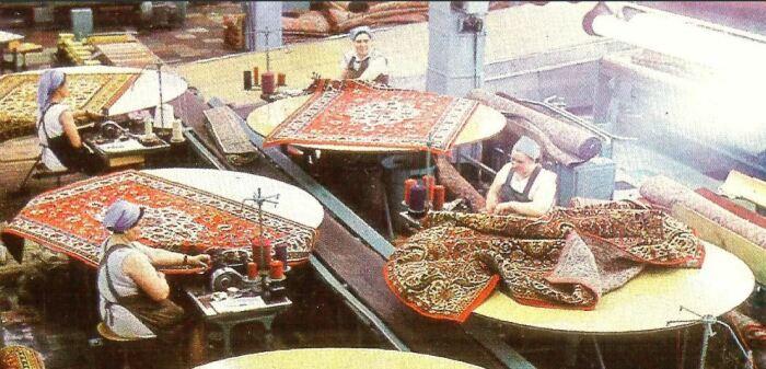 Развитие легкой промышленности сделало ковры доступными. ¦Фото: pastvu.com.