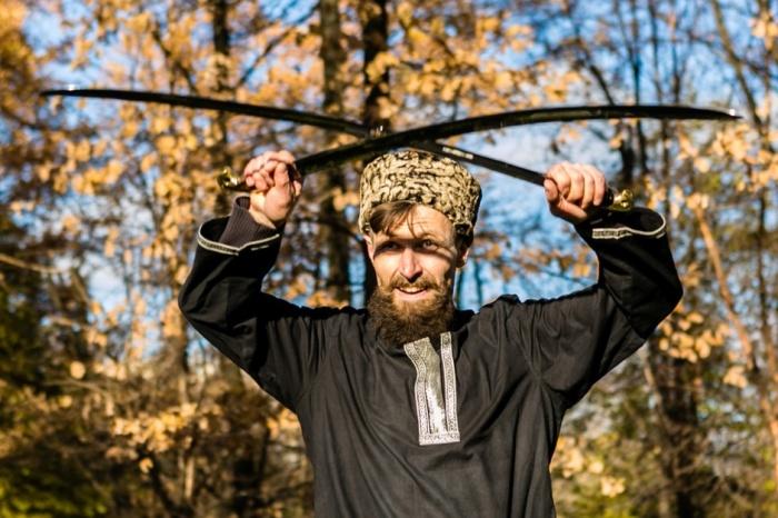 Сабля должна гнуться в момент удара. ¦Фото: kazachya-lavka.com.