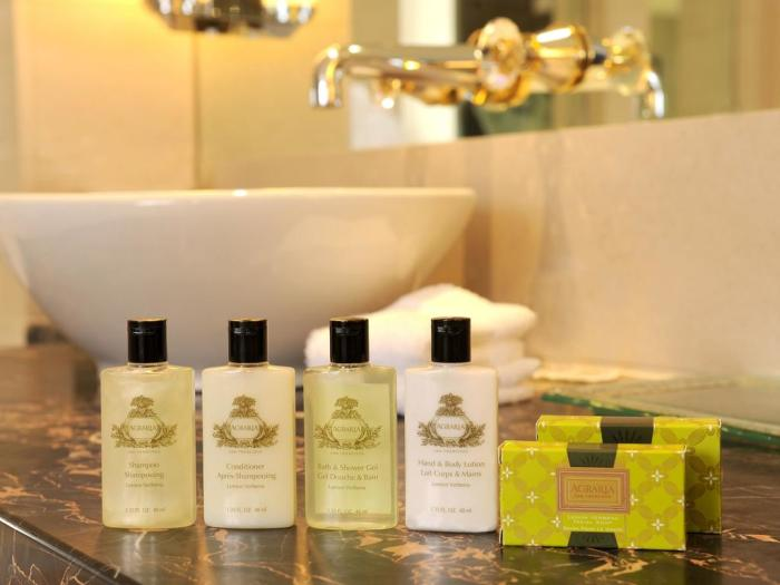 Мыло, шампуни, пробники. |Фото: euromag.ru.