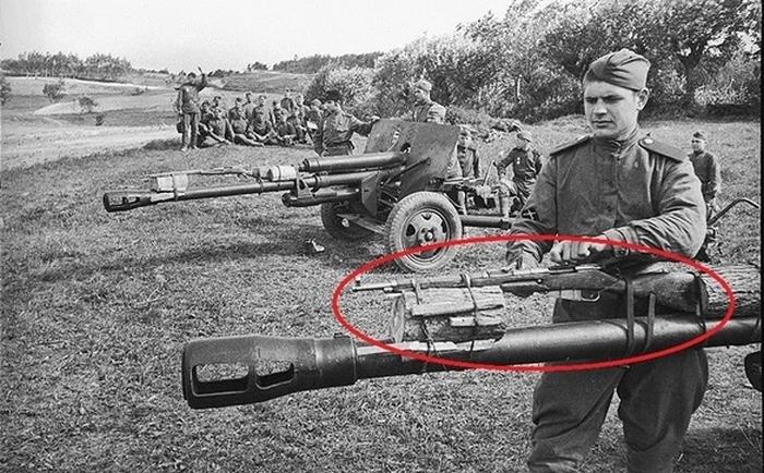 Кому-то очень было нужно испоганить фото красным овалом. |Фото: motor2.info.