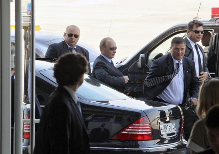 Сотрудники ФСО всегда с президентом. |Фото: yandex.ru.