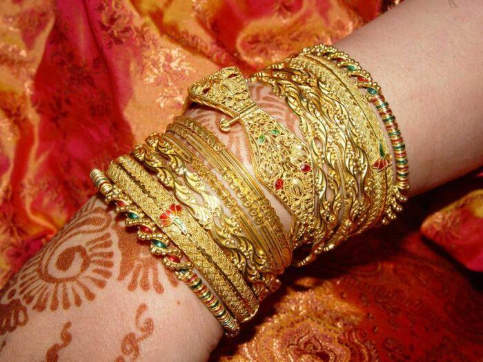 Почему индийское золото очень желтое и откуда его такое количество у тамошних женщин