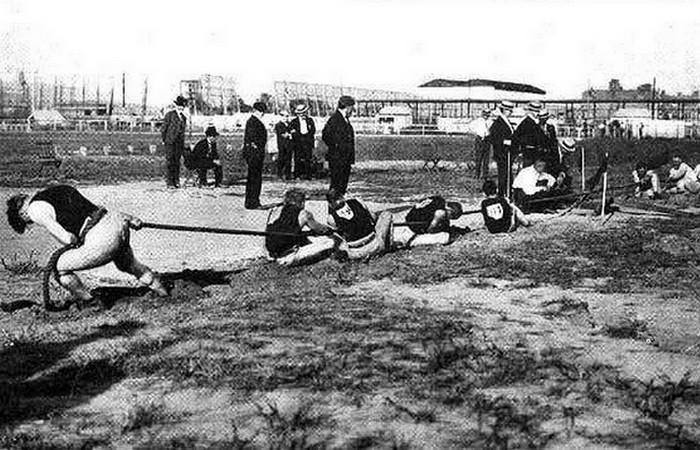 Устаревшая олимпийская дисциплина: перетягивание каната.