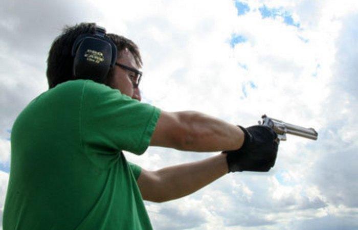 Устаревшая олимпийская дисциплина: стрельба на дуэльных пистолетах.