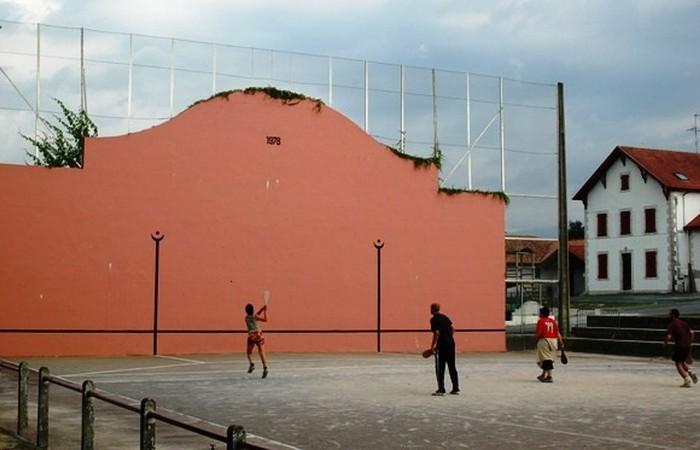 Устаревшая олимпийская дисциплина: баскская пелота.