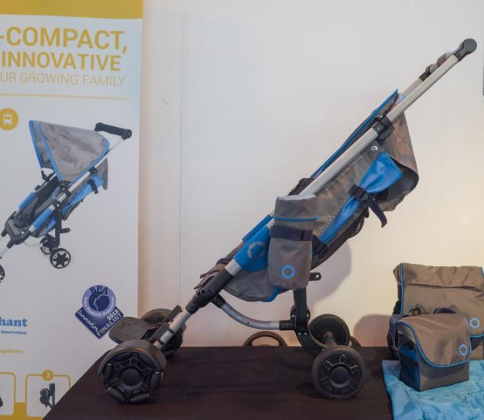 Удобная детская коляска.