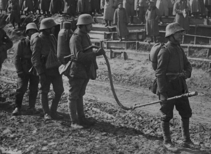 Огнеметы появились в Германии до Первой мировой войны. |Фото: smolbattle.ru.