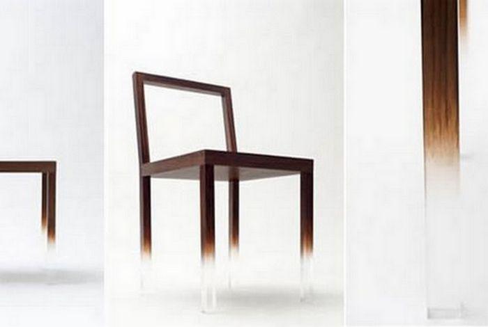 Невидимый стул.