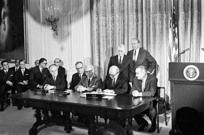 В 1967 году был заключен знаменитый Договор о космосе. ¦Фото: Twitter.