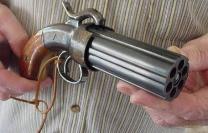 Для стрельбы без перезарядки.