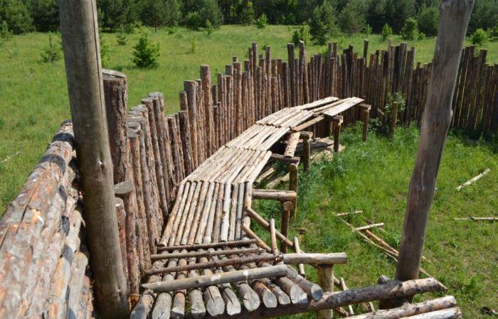 Первые фортификации были совсем незатейливыми. |Фото: wikimapia.org.