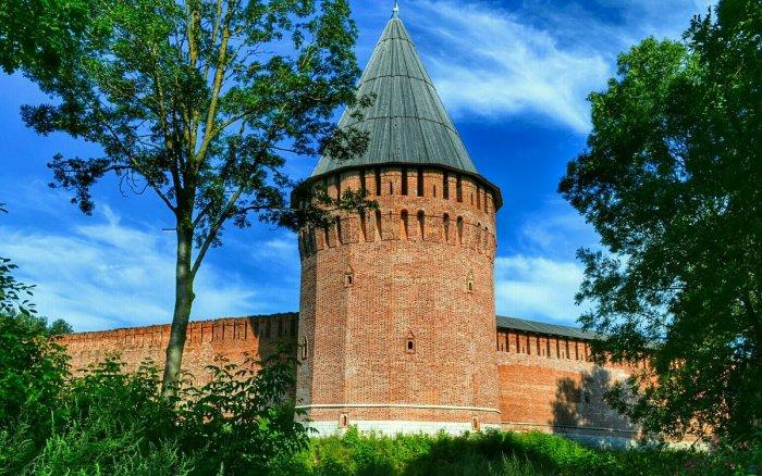 Кроме того, любая башня - это еще точка обороны. |Фото: fotokto.ru.