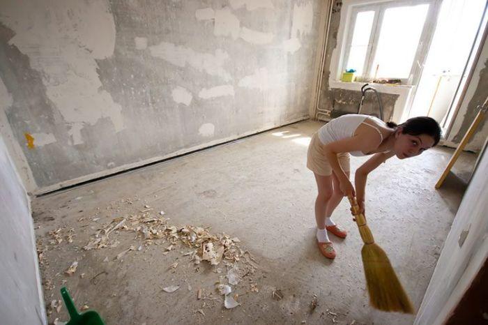 Пол следует подготовить. |Фото: crystall-cleaning.by.