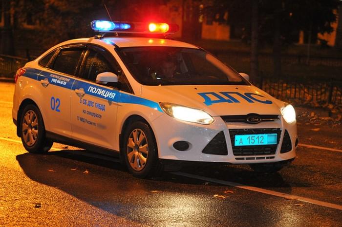 Смотрим на машину. |Фото: vologda.kp.ru.