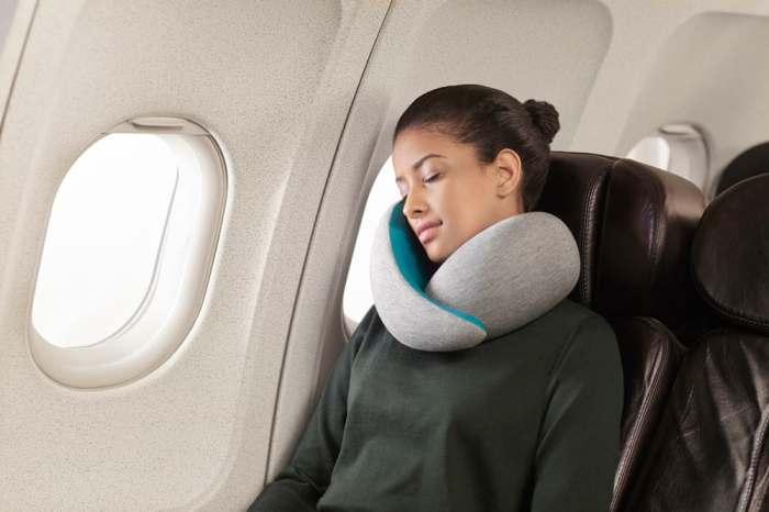 Подушка-воротник делающая сон удобным.