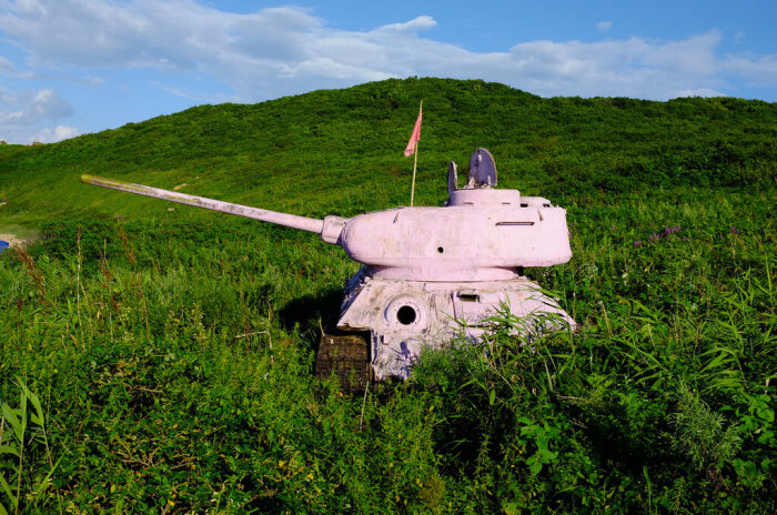 Некоторые танки разукрасили туристы. ¦Фото: zeka-vasch.livejournal.com.