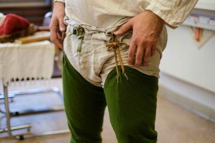 Шоссы стали неотъемлемым элементом гардероба рыцарей. |Фото: mocny.by.