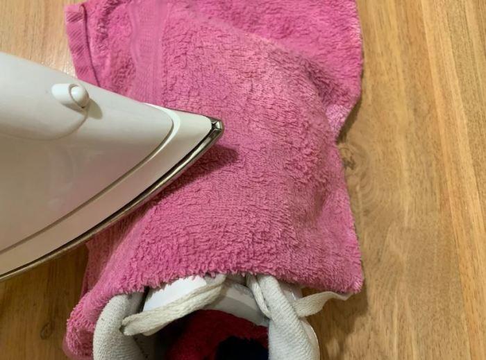 Гладим через полотенце. /Фото: ya.ru.