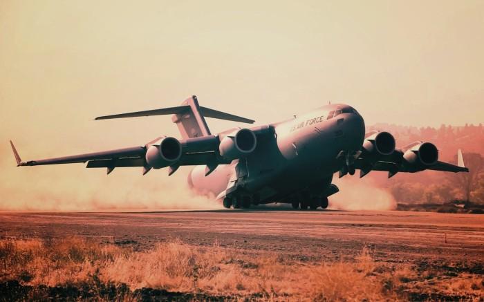 Самолет высокопланом. |Фото: oboi.ws.