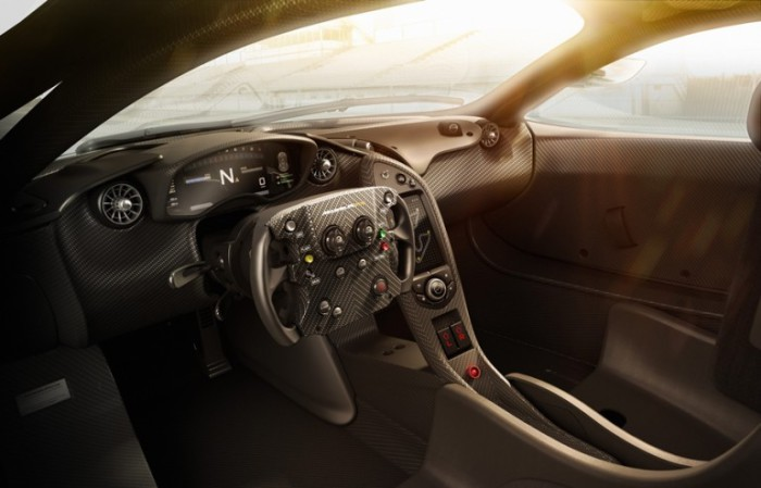 Рулевое колесо P1 GTR.