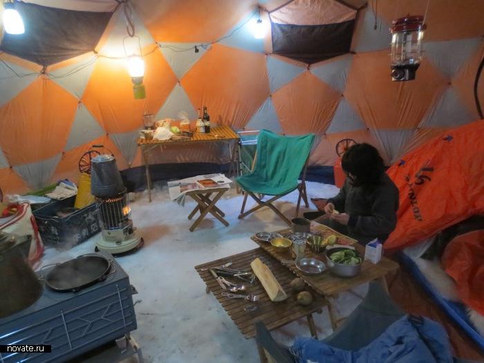 Интерьер палатки.