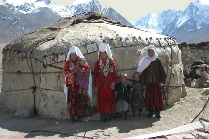 Само-собой каждый день киргизы так не одеваются.  Фото: pynop.com.