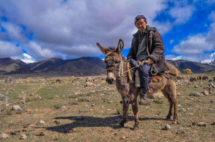 Пастухи кочуют несколько раз в год.  Фото: nat-geo.ru.