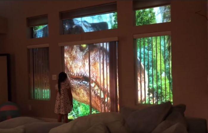 Отец напугал дочку динозаврами.