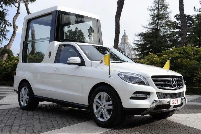 Автомобили Mercedes-Benz используют для реальных Пап с 1930-х годов. |Фото: liberum-auto.ru.