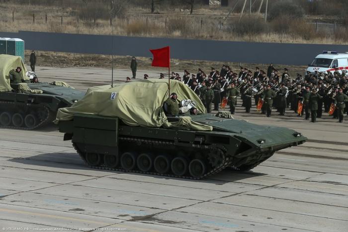 """Боевая машина пехоты на гусеничном платформы """"Армата""""."""