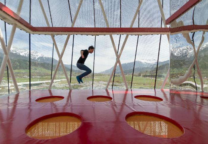 Кристальные миры Сваровски - одна из самых крутых в мире детских площадок.