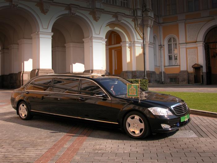 Служебный автомобиль патриарха.