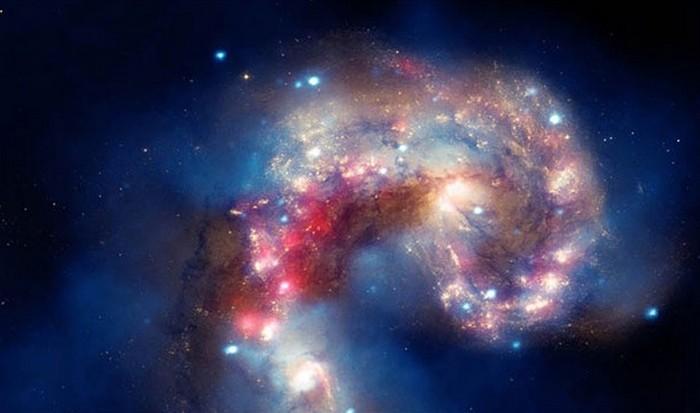 Потрясающая фотография: сталкивающиеся галактики.