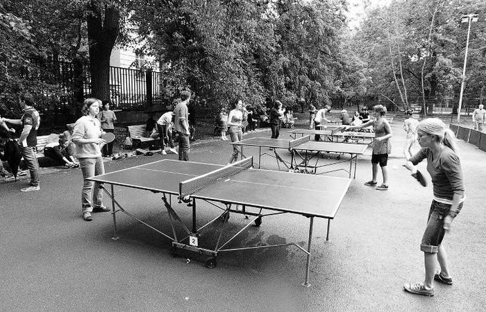 Пинг-понг в городском парке.