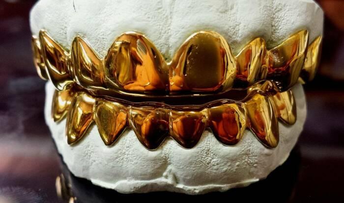 Серьги носили затем же, зачем делают золотые зубы. |Фото: 3dtoday.ru.