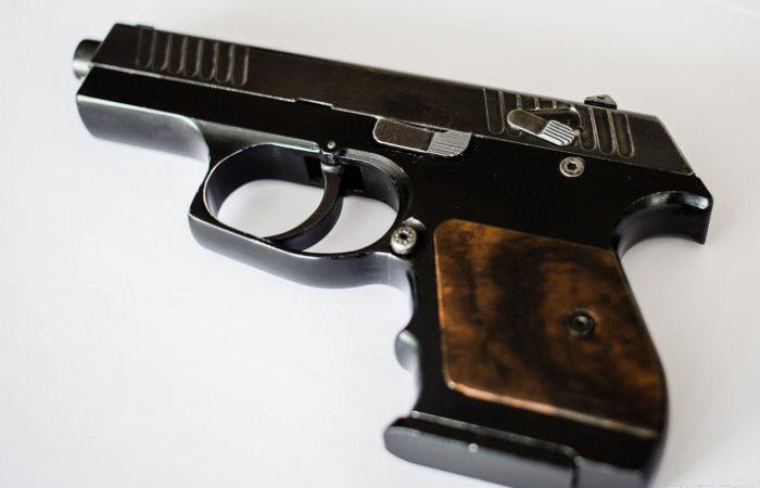 Первый пистолет, он такой.