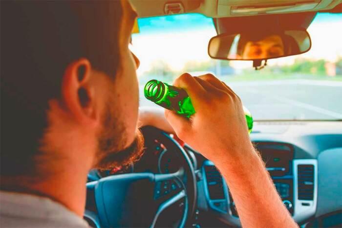 Управлять машиной в нетрезвом виде - запрещено. |Фото: carhack.ru.