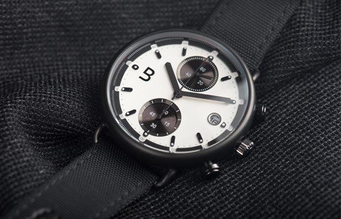 Супер модные часы в ретро стиле.