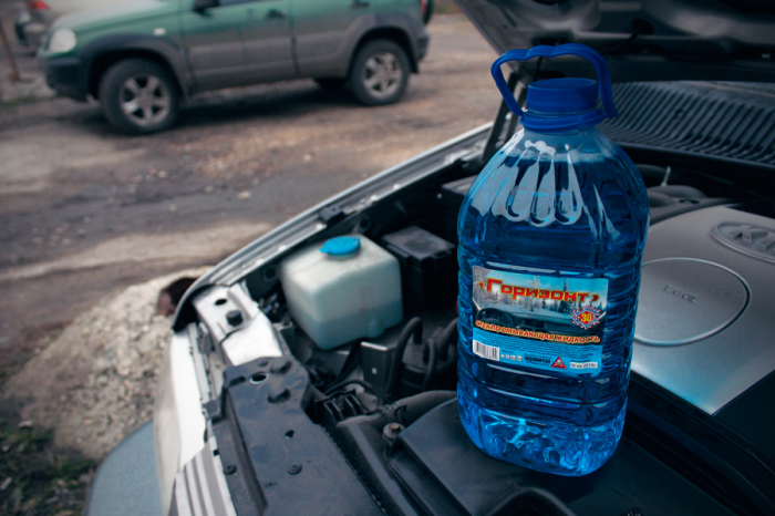А лучше всего своевременно заменить жидкость в бачке.