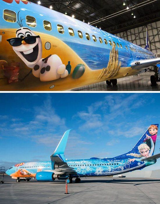 Разукрашенный самолет «Frozen».