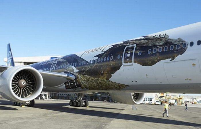 Разукрашенный самолет «Дракон Смауг».