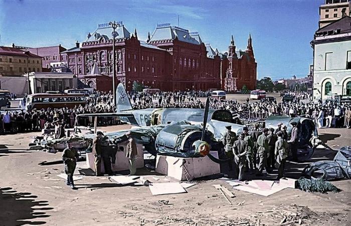 Фашистский самолёт в центре Москвы, июль 1941 г.