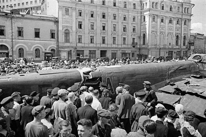 Junkers Ju 88A-5 на столичной площади.