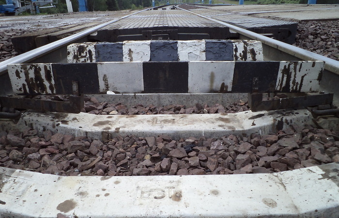 Планка ломается, если с габаритами вагона что-то не так. |Фото: info-rm.com.