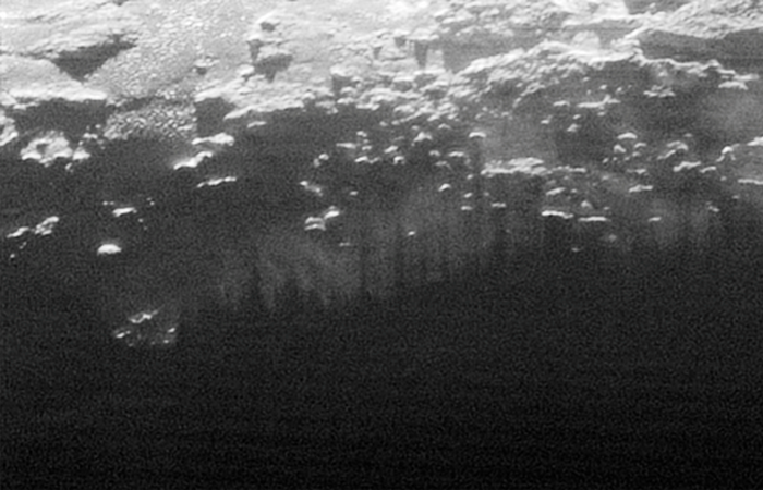 Фотоснимки Плутона: тени холмов.